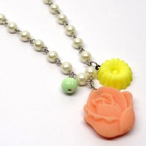 和三盆のネックレス薔薇1