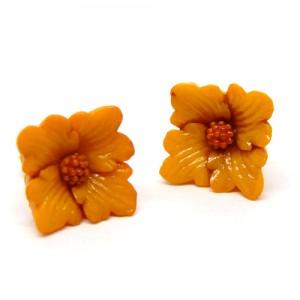 小さなお花のピアスオレンジ